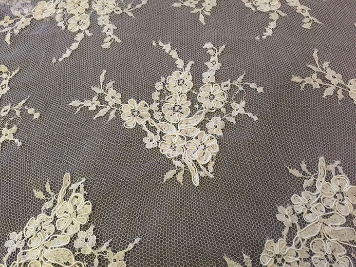 Freebee lace piece with pretty floral motifs