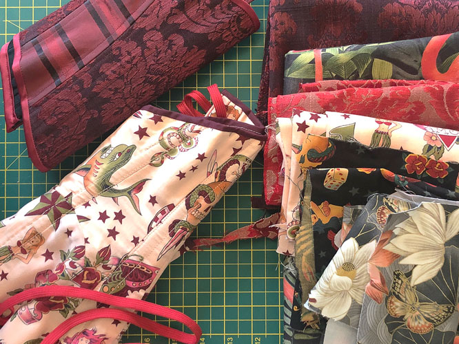 Use your corset scraps for the optional front contrasting panel!